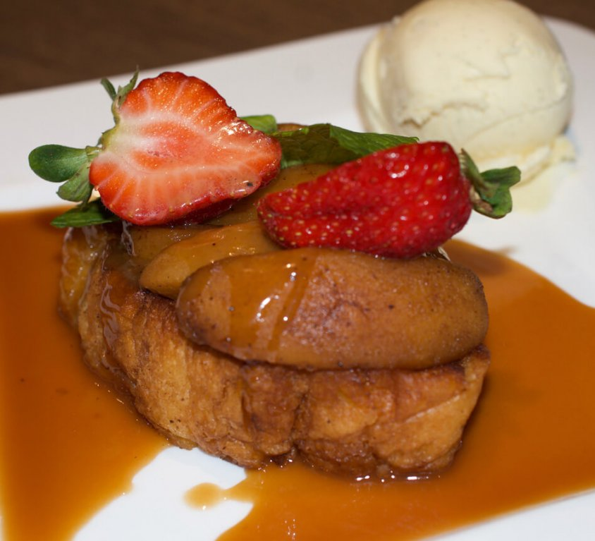 Pain perdu style brioche with apples